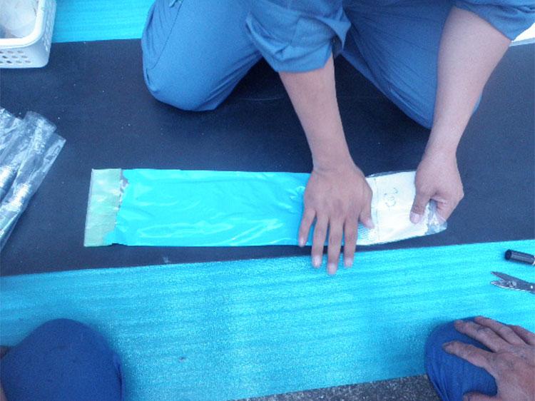 芯材にエポキシ樹脂を含浸